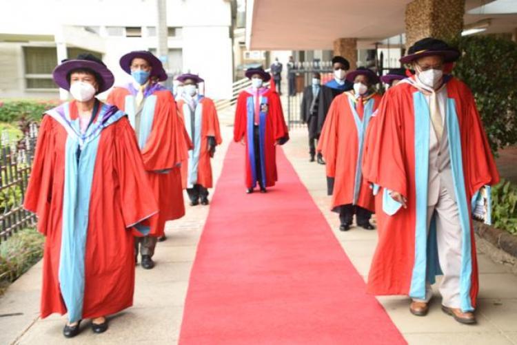 VC WALKING ON RED CARPET