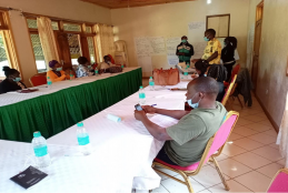 Dr. David Jakinda Otieno from the Department of Agricultural Economics, University of Nairobi making a clarification to participants in a focus group discussion for CMAAE student (Jimson Nyambu Mwikamba) with climate smart horticulture farmers at Taita Rocks Hotel in Wundanyi sub-county, Taita-Taveta County on Wednesday 17th February 2021